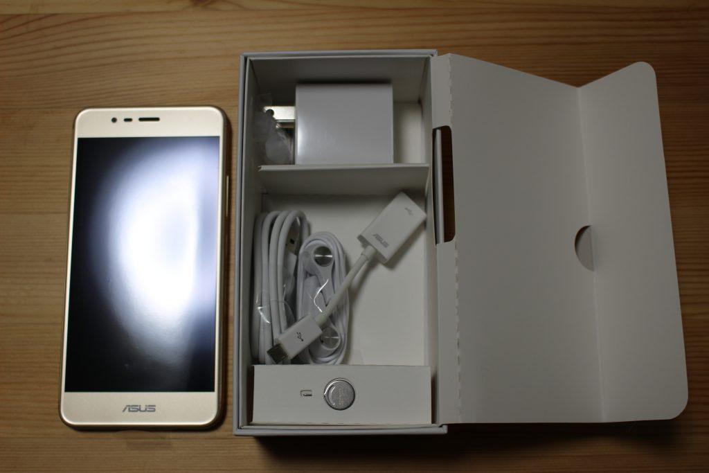 ZenFone 3 Max の箱の中身