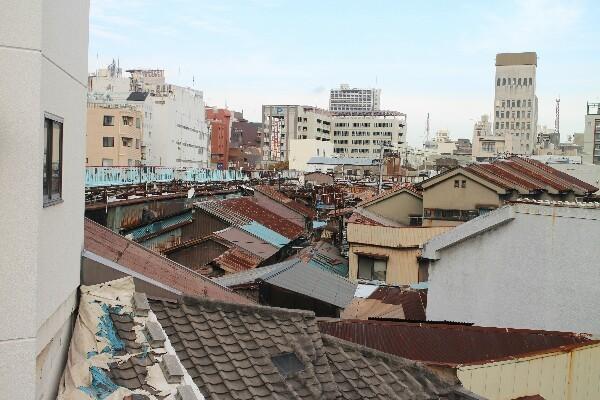 旦過市場の屋根を上から撮影