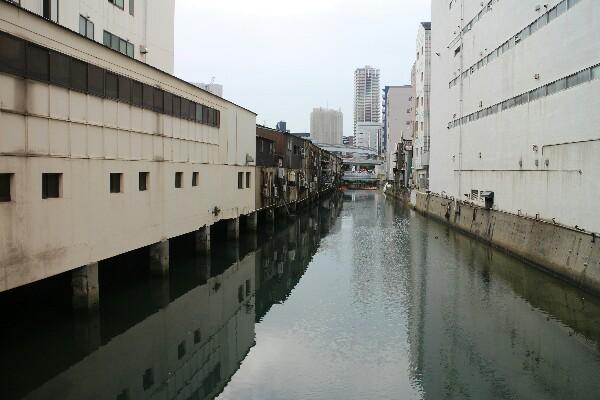 旦過市場、丸和側の川の景色