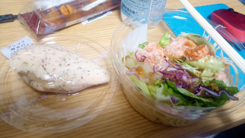 安定のサラダチキンとパスタサラダ