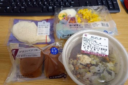 ローソンのダイエットメニュー2(もち麦スープとブランパンのバランス献立)