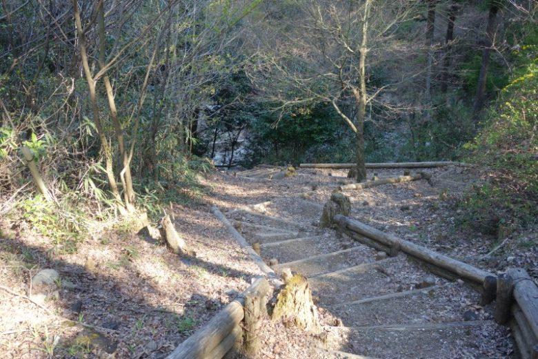 中山の滝/遊歩道が整備されているが少し怖い