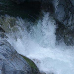 【檜原村】中山の滝へ!夏は水遊びもできる迫力満点スポット