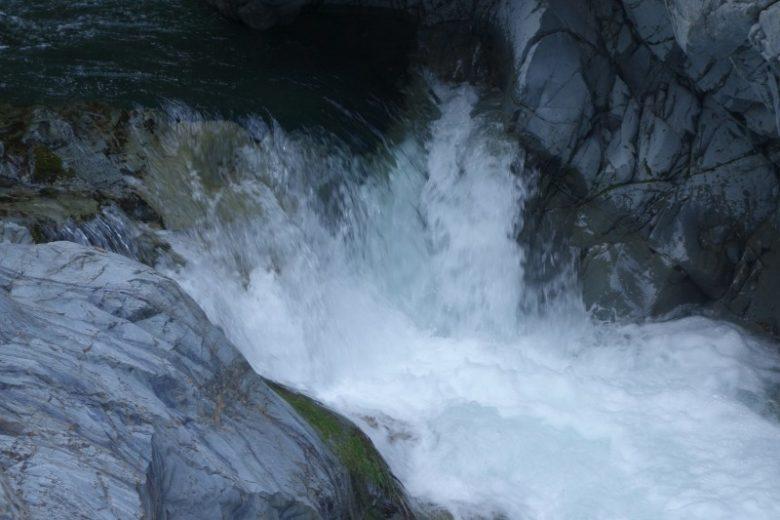 夏は水遊びも!中山の滝へ行ってきました【檜原村13滝めぐり】