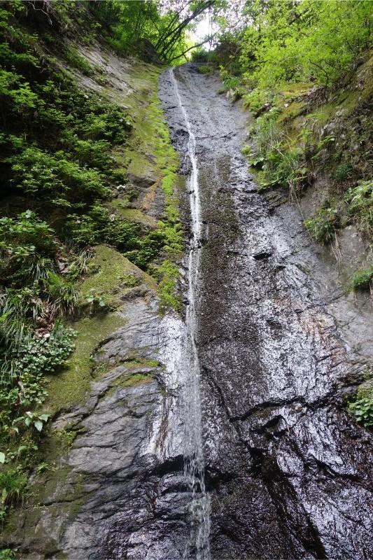 檜原村の綾滝(縦)