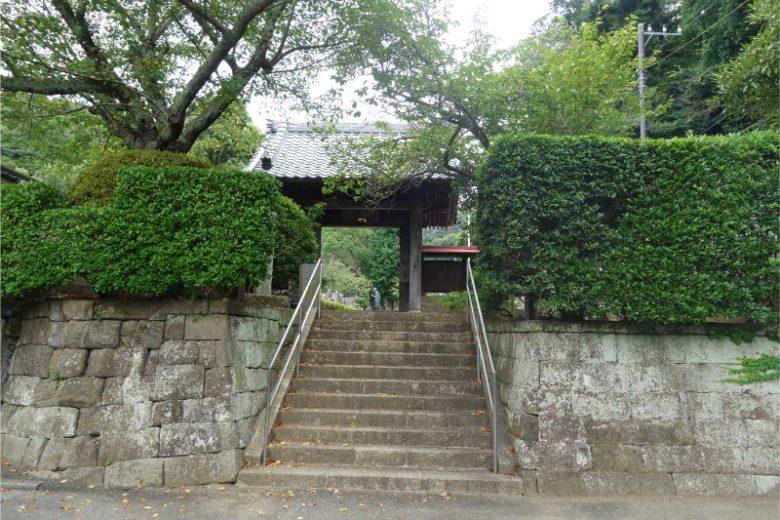 光触寺の境内