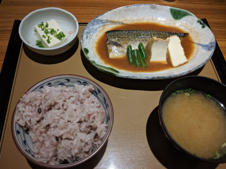 やよい軒の鯖の味噌煮定食